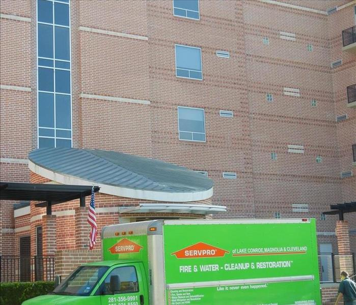 SERVPRO of Lake Conroe Magnolia and Cleveland truck in front of apartment building